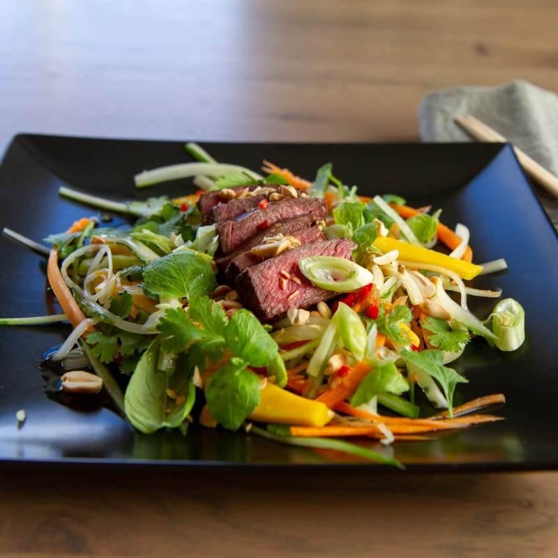 Thaisalat med biff