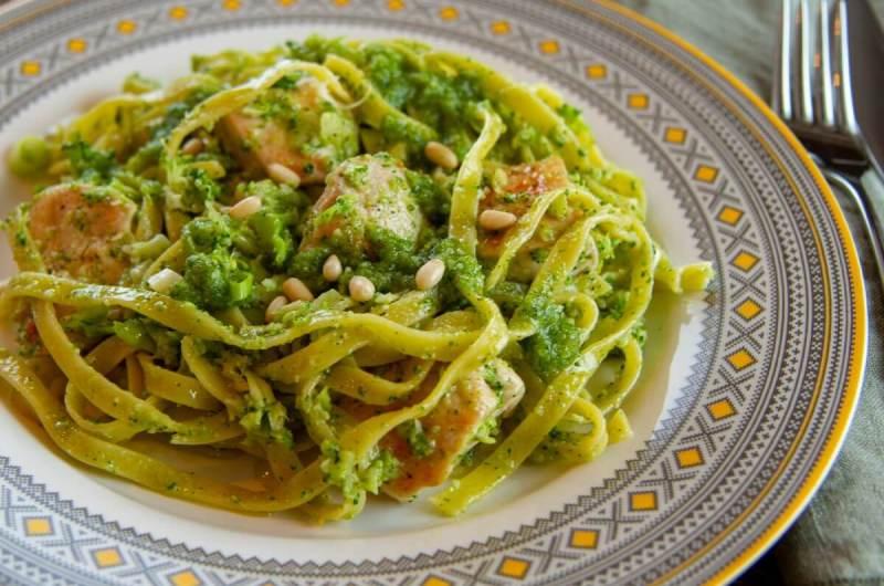 Kylling med pasta, pesto og brokkoli