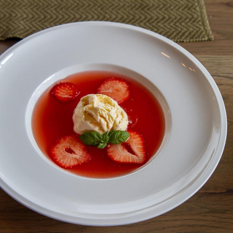 Rabarbrasuppe med jordbær