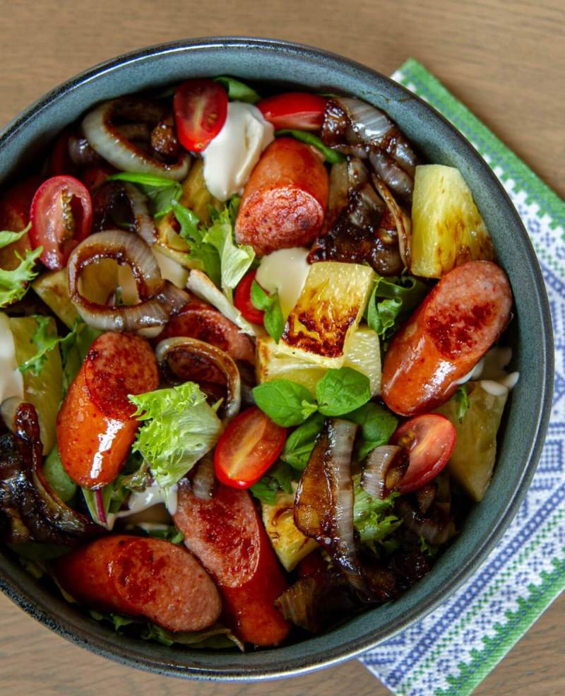 salat med pølse'