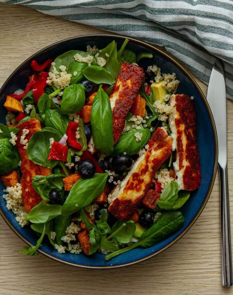 Halloumisalat med quinoa og søtpotet