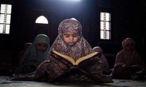 Untaian Nama Bayi Perempuan Yang Bermakna Islami 3 kata