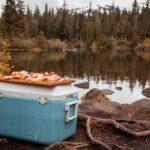 Cómo hacer una tabla de embutidos para su próximo viaje de campamento