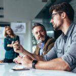 Cómo conseguir que un hablador compulsivo se calle en el trabajo