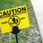 Sí, necesita hablar con sus vecinos si usa pesticidas