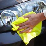 Cómo lavar su automóvil sin agua (y por qué es posible que desee)