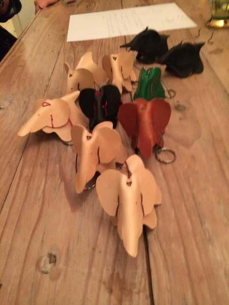 Elefanter i kernelæder håndsyede