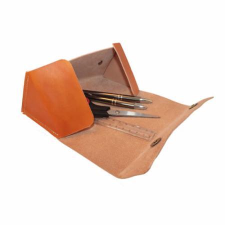 Penalhus-trekantet-i håndsyet kernelæder-åbent-Det-Lille-Læderi