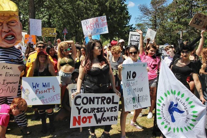 crowd at detroit slutwalk