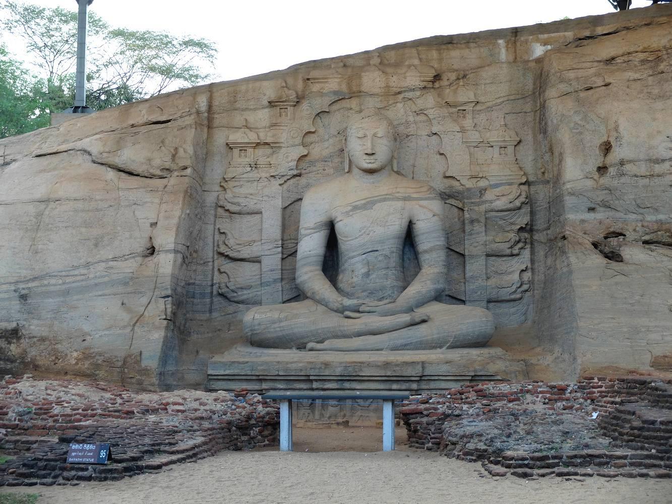 polonnaruwa statue bouddha