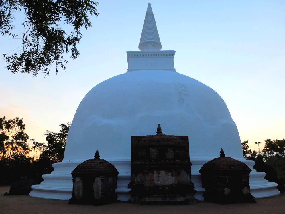 polonnaruwa-dagoba_blog-detours-du-monde