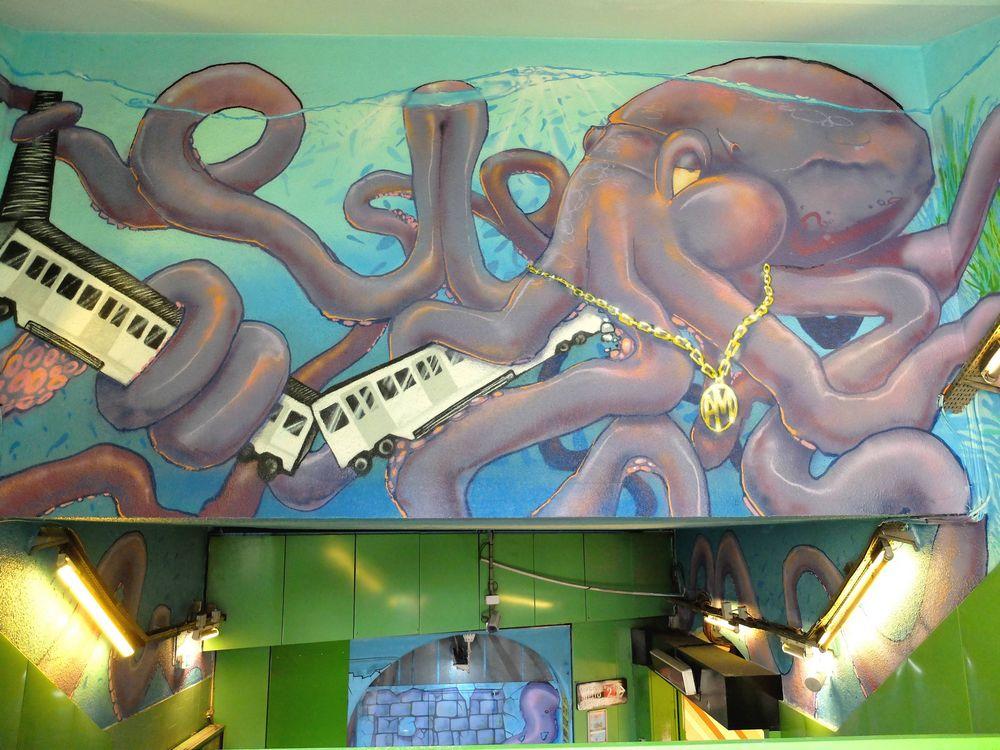 marseille street art metro