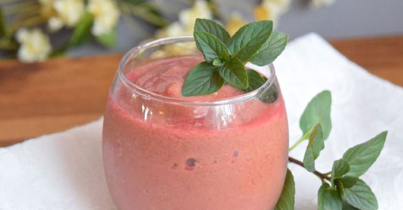 Ginger Berry Detox Smoothie