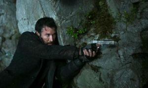 Falling-Skies-search-and-recover-Tom-with-a-gun