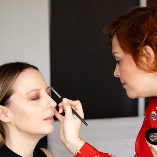 MAKEUP ARTIST ILSE DEVEREUX AT WORK