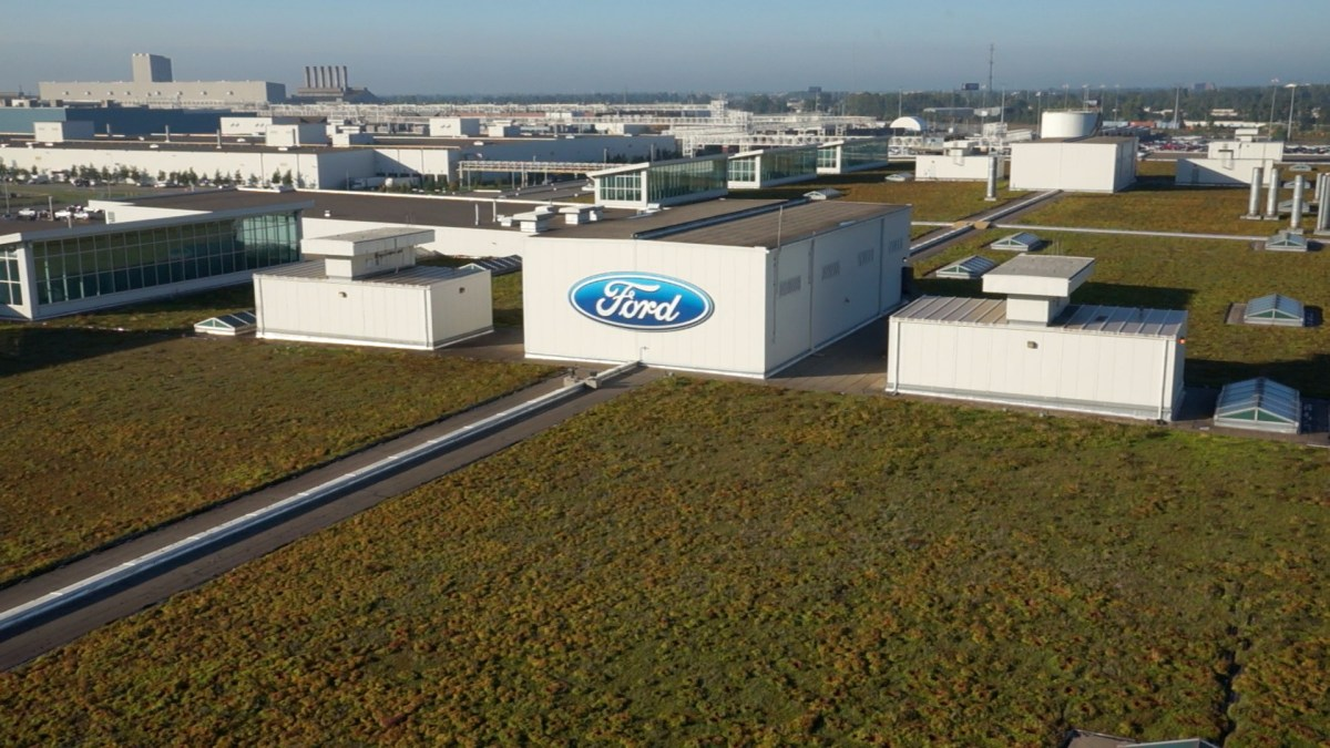 Coffee NA'S LARGEST LIVING ROOF – EIGHT FOOTBALL FIELDS IN SIZE – CONTINUES TO FLOURISH ATOP DEARBORN TRUCK PLANT'S ASSEMBLY BUILDING. VARIOUS PLANTS, INSECTS AND ANIMALS DEPEND ON WHAT IS NOW A THRIVING ECOSYSTEM. THE LIVING ROOF ALSO SERVES AS A COST-EFFECTIVE ALTERNATIVE TO ROOF MAINTENANCE FOR FORD