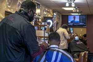 Barber // DEANGELO SMITH SR AND OTHER BARBERS INISDE EXECUTIVE CUTS. PHOTO JOPHN BOZICK