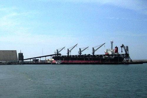 oleajes-anomalos-impiden-desembarque-de-buques-en-salaverry