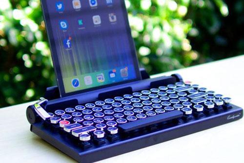inventan-un-teclado-para-tablets-al-estilo-de-una-maquina-de-escribir