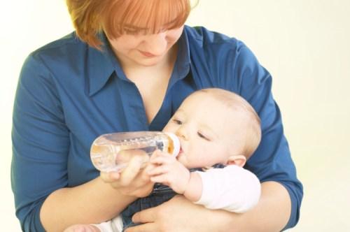 как кормить новорожденного смесью