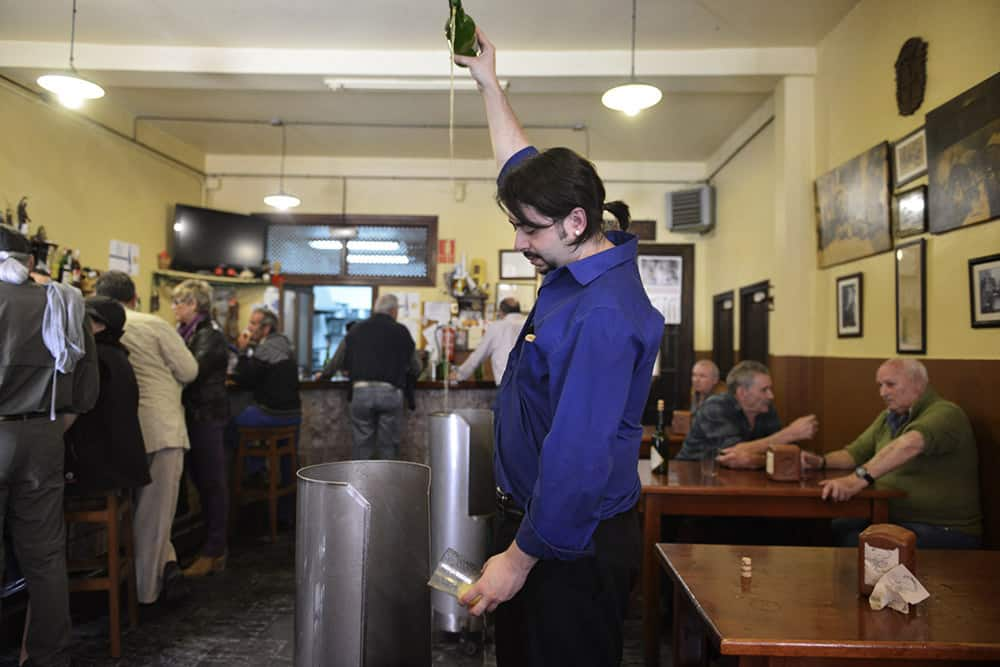 Asturiansk sider, Asturias, sidreria, Nord-Spania, drikke, bartender