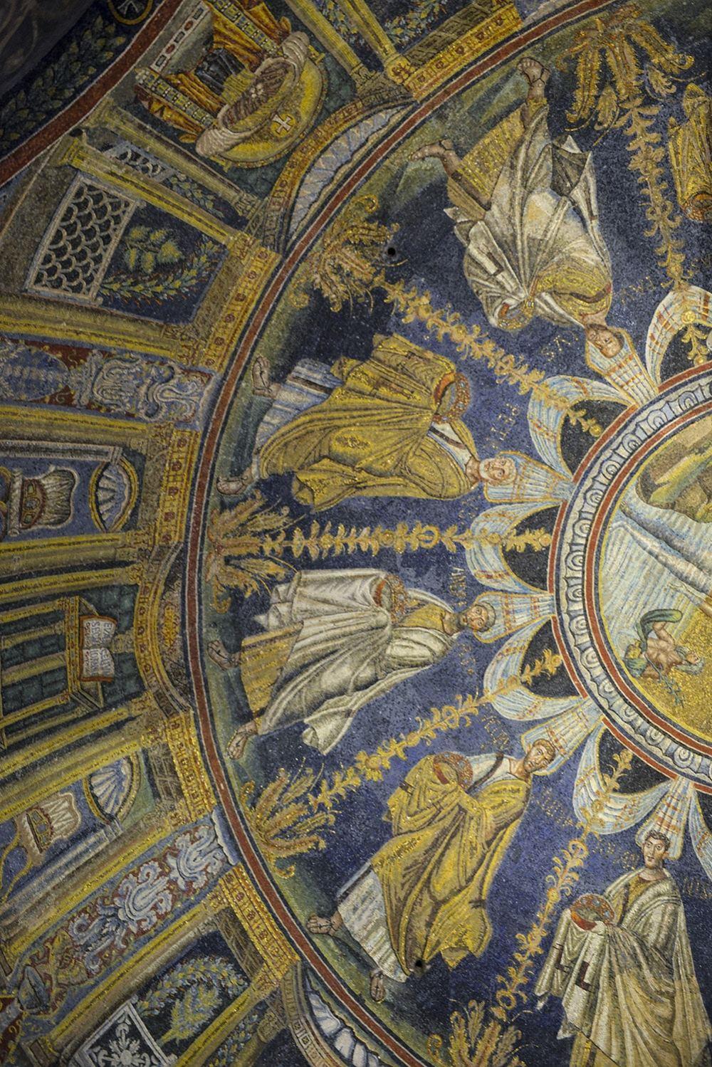Mosaikk i taket i Battisteri Neoniano i Ravenna