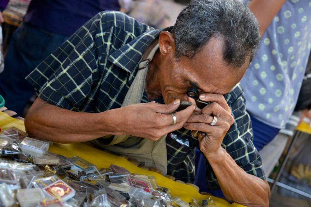 amuletter i Bangkok, amulettmarked