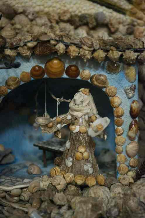 Italiensk julekrybbe, skjell som symbol