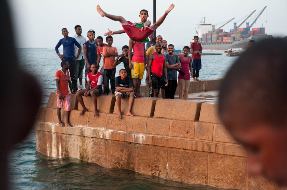 Akrobatisk bad i Stone Town