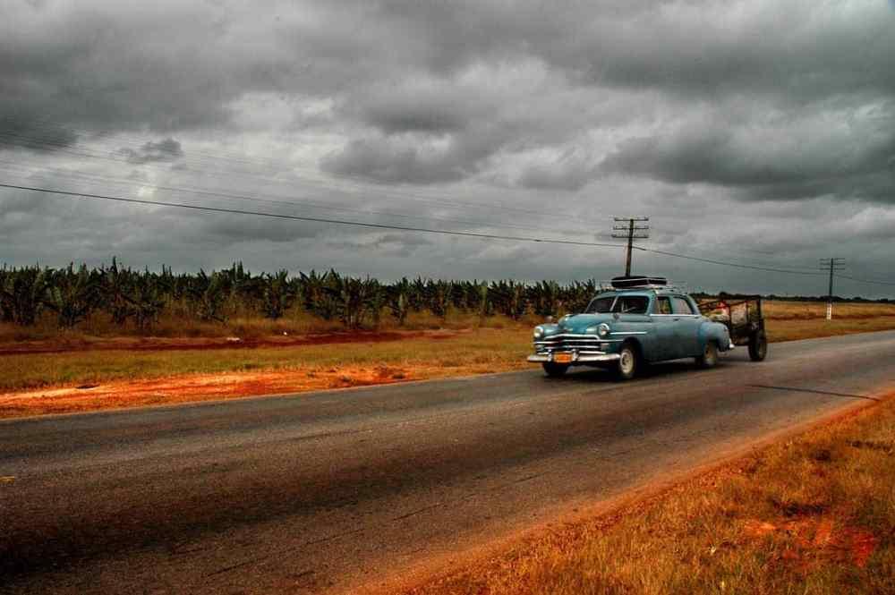 amcar på landevei i Cuba