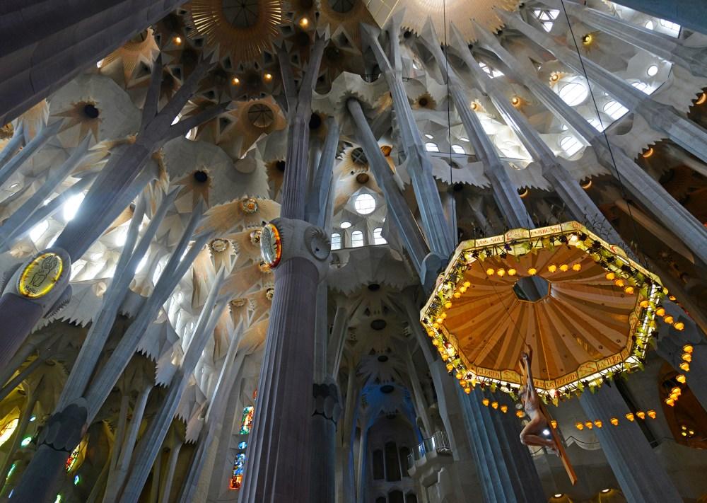 Interiøret i Sagrada Familia i Barcelona