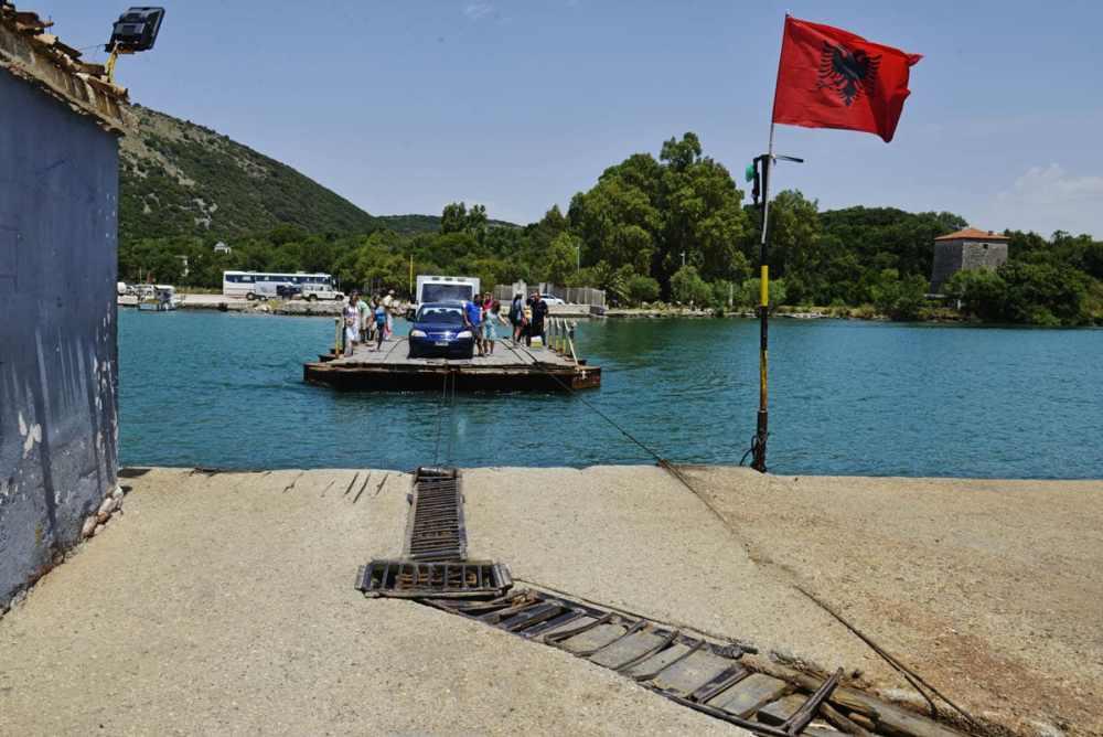 Kabelferge nær Saranda i Albania