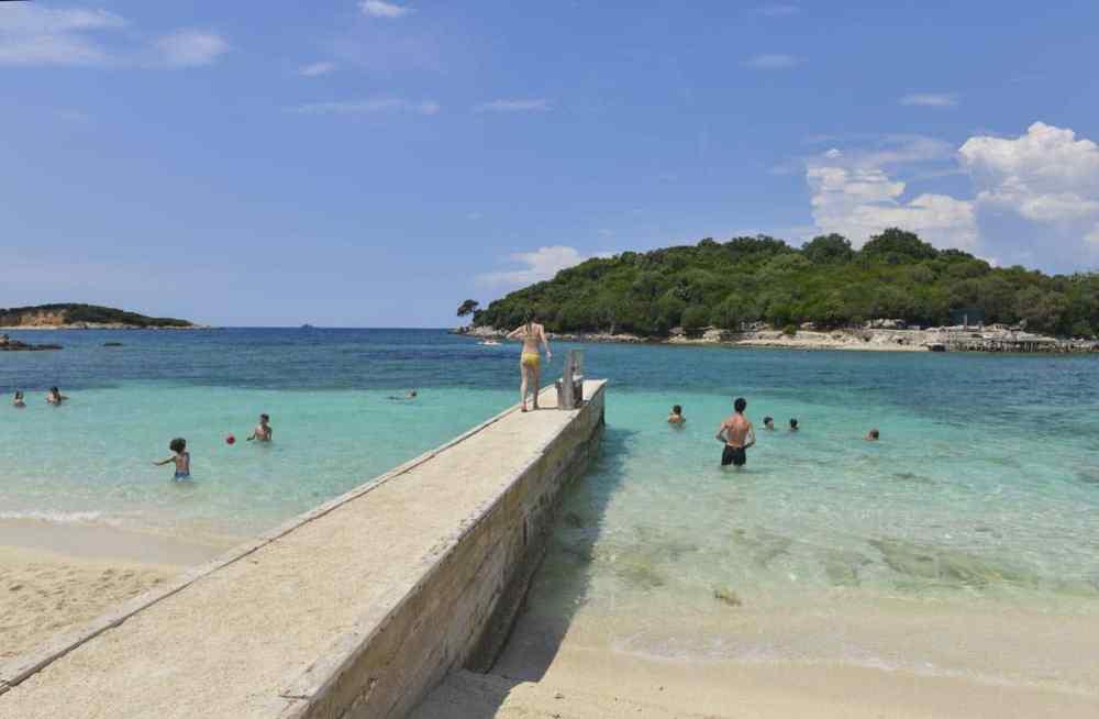Stranden i Ksamil er et av Albanias mest populære reisemål