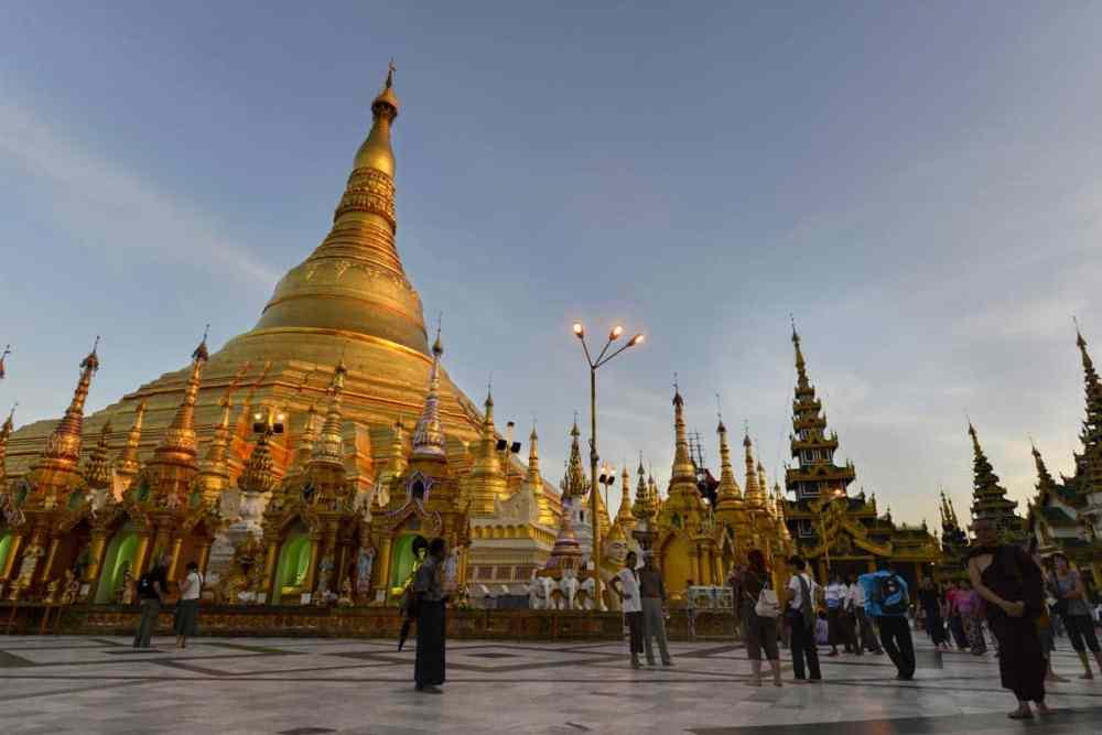 Severdigheten Shwedagon Paya i Yangon