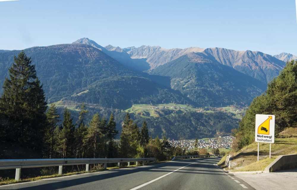 Vei i Alpene da vi kjørte bil til Italia