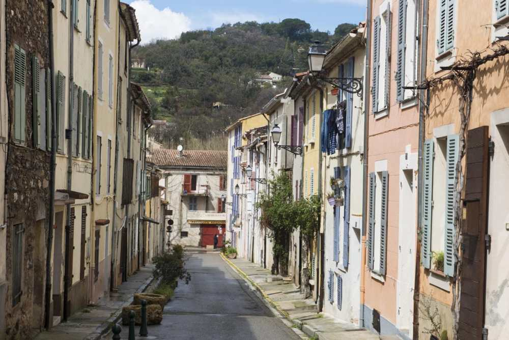 Gate i Collobrieres i Provence