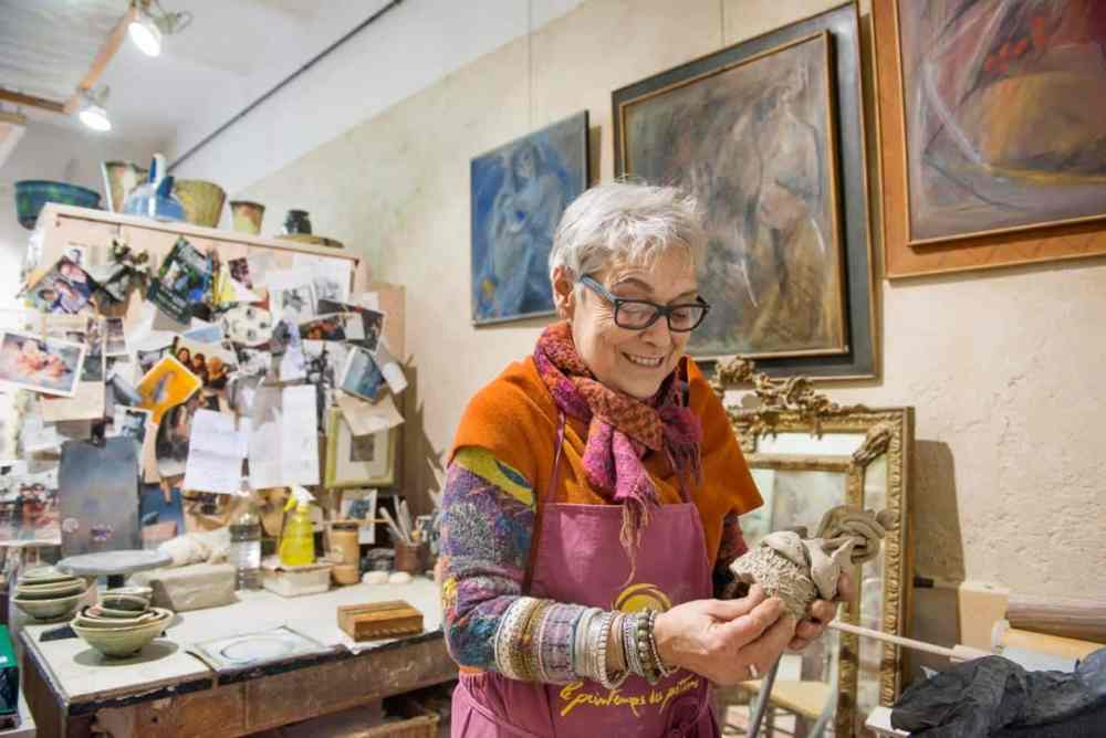 Keramiker Claude Duterte i galleriet i Sanary-sur-Mer
