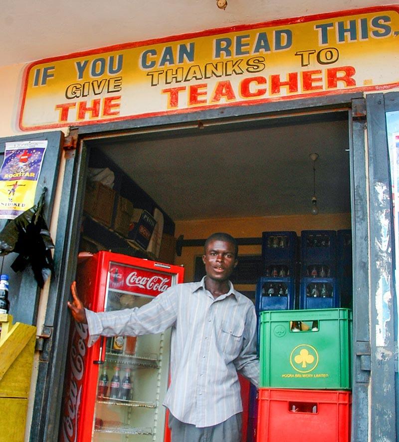 Butikkfasade i Axim i Ghana