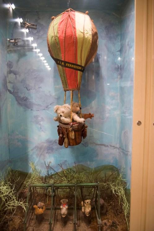 Bamser i varmluftballong i Skagen bamsemuseum