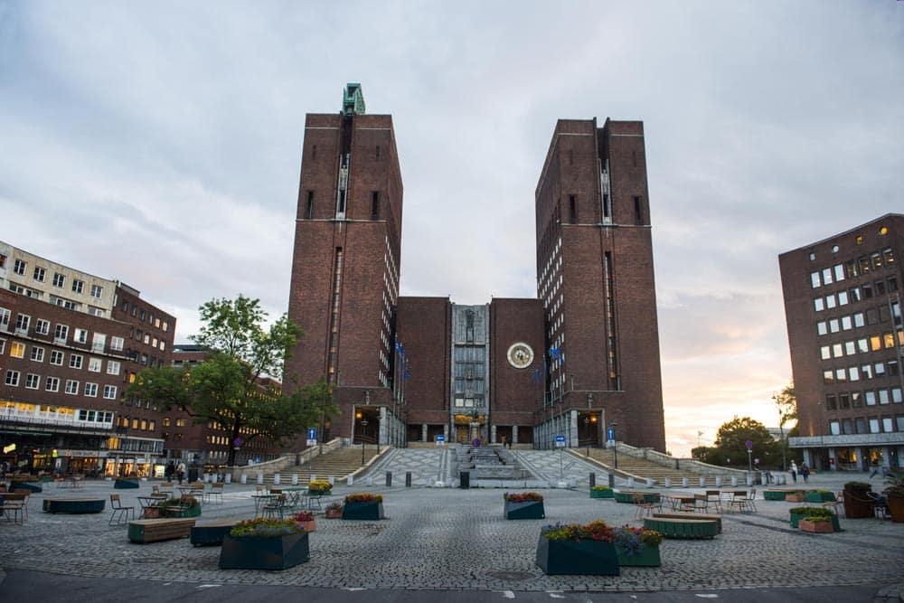 Oslo Rådhus i kveldslys