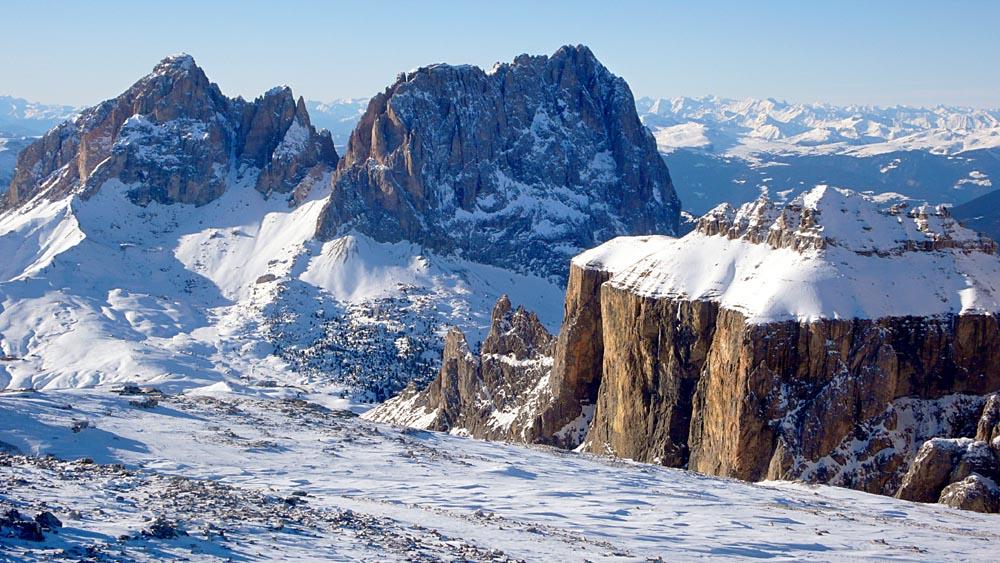 Utsikt over Dolomittene fra Sass Pordoi: Torri di Sella, Sassolungo og Sassopiatto