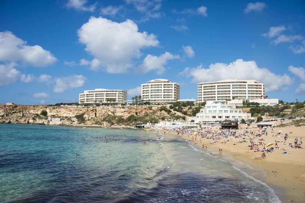 Stranda Golden Bay på Malta