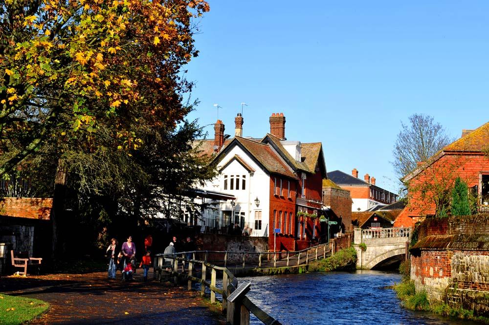 River Itchen i Winchester om høsten