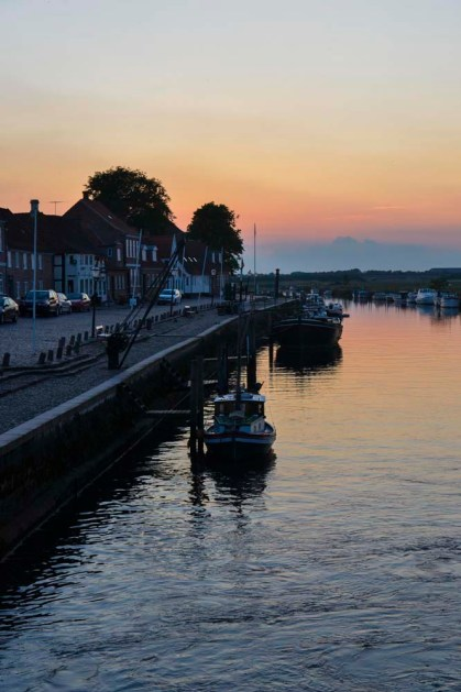 Elven Ribe aa i Danmark ved solnedgang