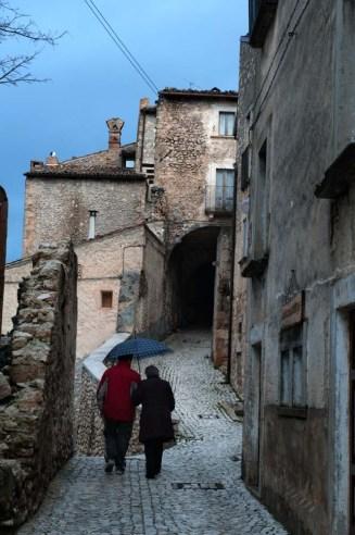 Landsbygate i Abruzzo