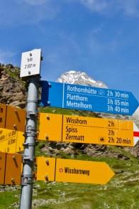 Skilt i stiskille i de sveitsiske alpene