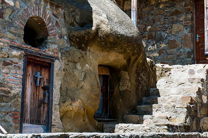 En av dørene på Lavra-klosteret i Georgia.