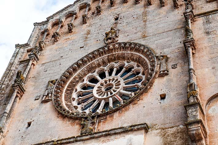 Rosevinduet på duomoen i Matera