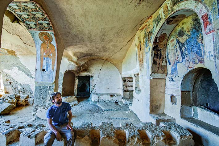 Refektoriet i Udabno-klosteret i David Gareja