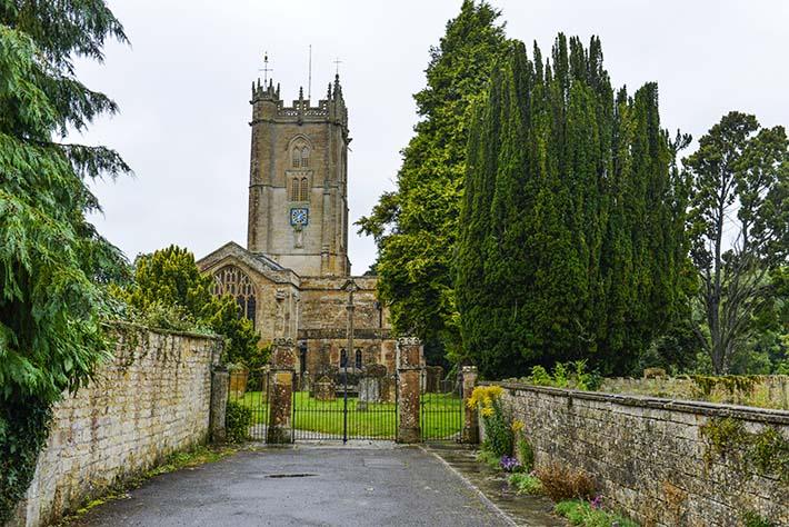 Kirka i landsbyen Hinton St. George i Somerset.
